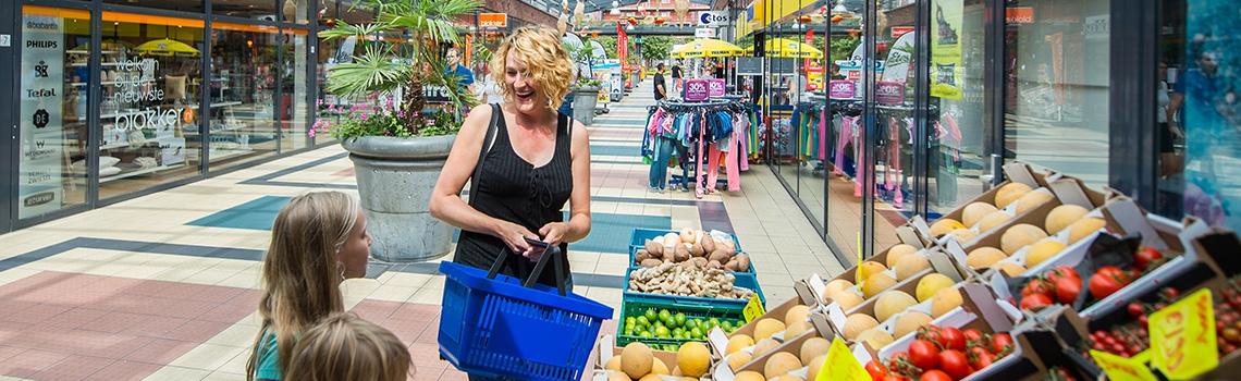 vrouw groentewinkel